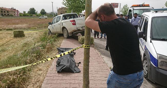 Konya'da kamyonet direğe çarptı, 19 yaşındaki genç hayatını kaybetti