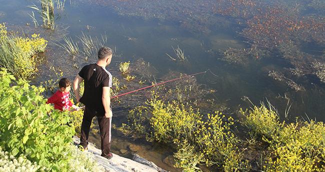 Beyşehir Gölü kıyıları olta meraklılarının ilgi odağı oldu