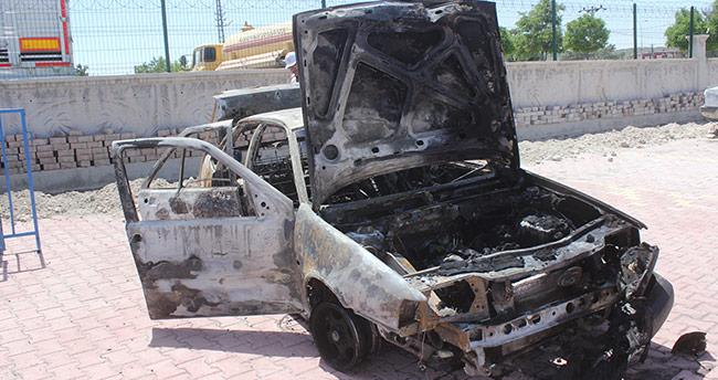 Konya'da seyir halindeki otomobil yandı: 5 yaralı