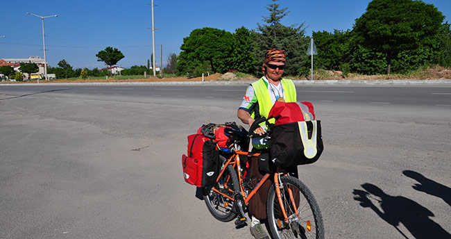 Bisikletle İsviçre'den Beyşehir'e geldi