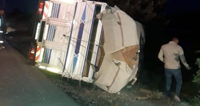 Karaman'da kamyonet devrildi: 2 yaralı