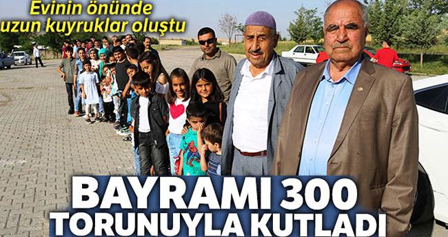 300 torunu bayramını kutlamak için metrelerce kuyruk oluşturdu