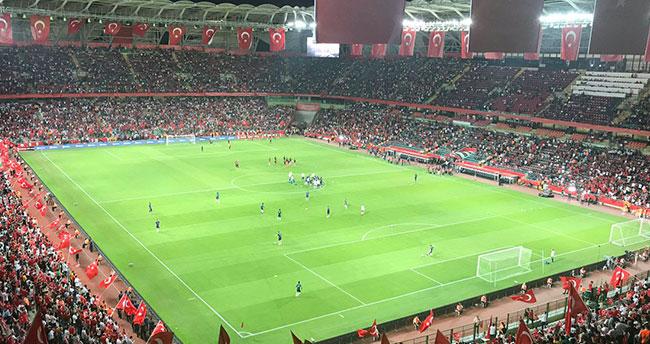 Türkiye ve Fransa takımı stada geldi