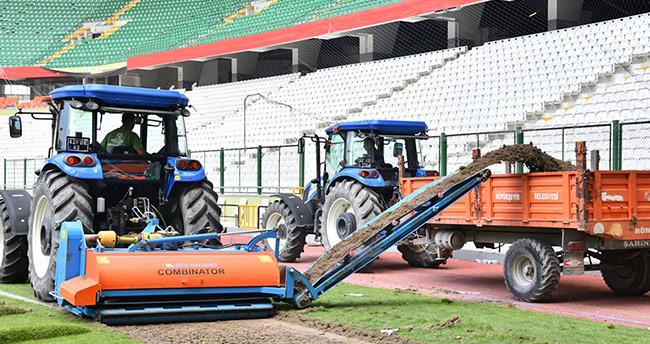 Konya Büyükşehir Belediye Stadyumu'nun zemini değişiyor
