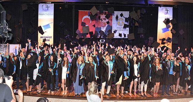 Selçuk İletişim Fakültesinde mezuniyet heyecanı