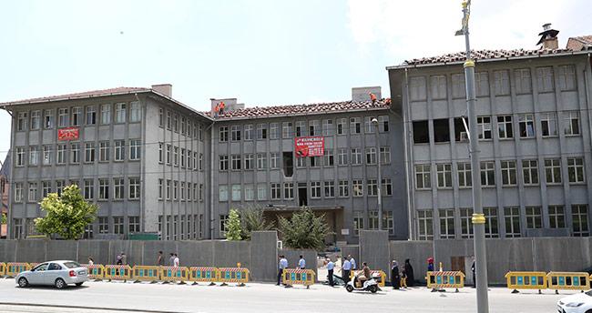 Konya'daki eski 2. Ordu Komutanlığı binasının yıkımı başladı