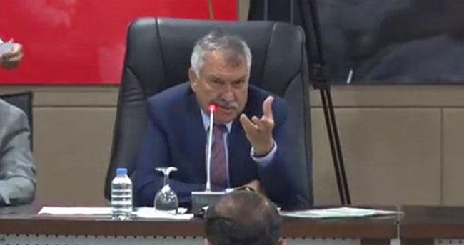 """Adana Büyükşehir Belediye Başkanı Zeydan Karalar: """"Evet değerli meclis üyeleri… Niye ters ters bakıyon hayrola?"""""""