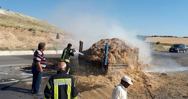 Karaman'da traktörün saman yüklü römorku yandı