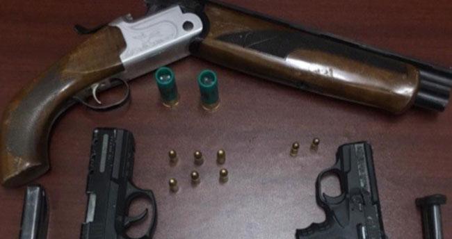 Konya'da iş yerinde silah bulunduran 3 şahıs gözaltına alındı