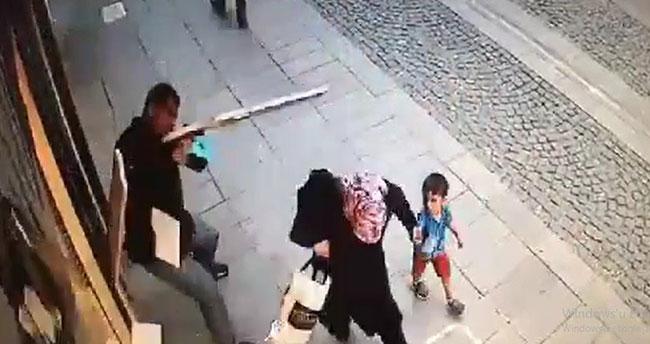 Konya'da düşen mermer blokunun altında kalmaktan son anda kurtuldular