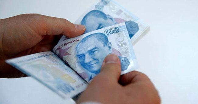 Emeklilerin zamlı maaşları hesaplara yatıyor!