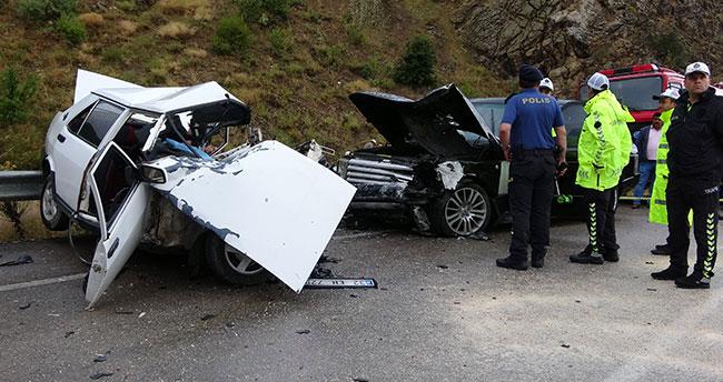 Isparta- Konya kara yolunda otomobil ile cip çarpıştı: 3 ölü, 1 yaralı