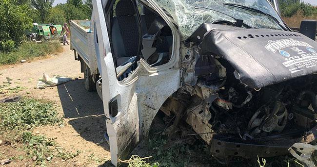 Konya'da yük treni kamyonete çarptı: 4 yaralı