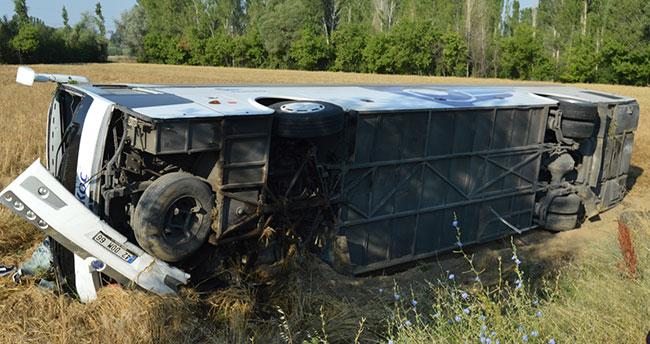 İzmir-Konya seferini yapan yolcu otobüsü devrildi: 7 yaralı!