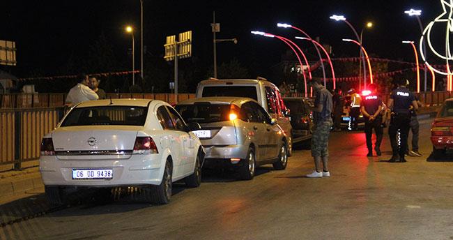 Karaman'da köprülü kavşakta zincirleme kaza: 2 yaralı