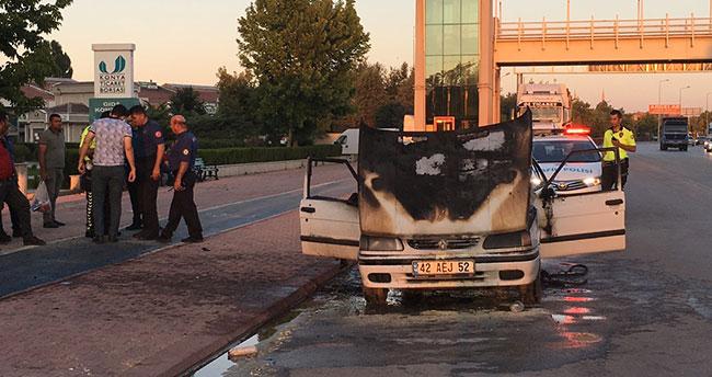 Konya'da seyir halindeki otomobil alev aldı!