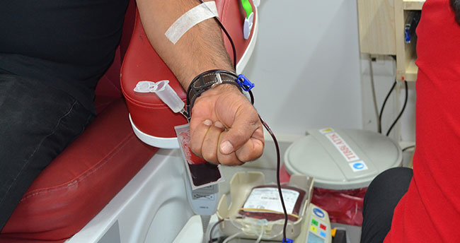 Konya'da sağlık çalışanları ve vatandaşlardan kan ve kök hücre bağışı