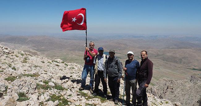 Konya'da dağcılar Geyik Dağı'na tırmandı