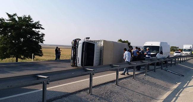 Konya-Ankara kara yolunda kamyonet devrildi: 2 yaralı!