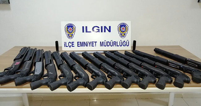 Konya'da kargo şirketine baskın! 14 pompalı tüfek ele geçirildi