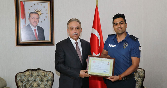 Konya'da polis memurunun duygulandıran davranışını Vali Toprak ödüllendirdi