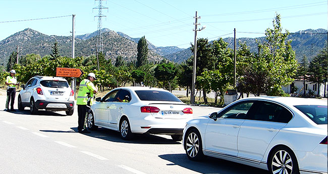 Tatilciler yolda! Konya-Antalya kara yolunda trafik yoğunluğu
