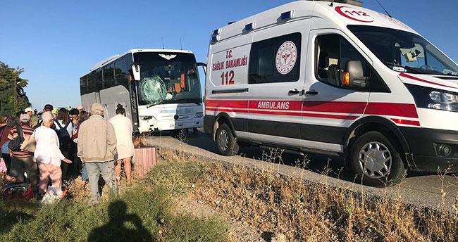 Konya'da tur otobüsü bariyerlere çarptı: 5 yaralı