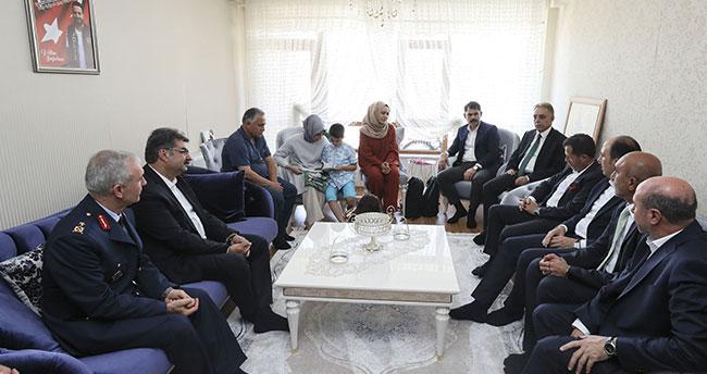 Bakan Kurum Konya'da şehit ailesini ziyaret etti