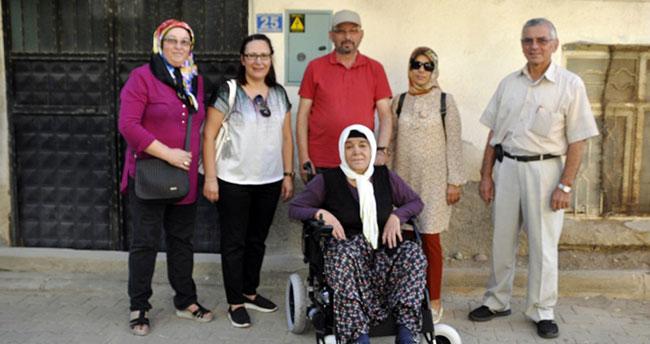 Konya'da yaşlı kadının çifte bayram sevinci