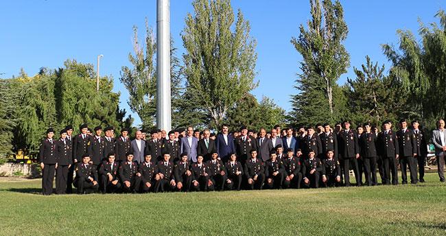 Bakan Kurum, Konya'da jandarma personeli ile bayramlaştı