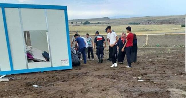Konya'da şiddetli rüzgar etkili oldu: 1 kişi yaralandı