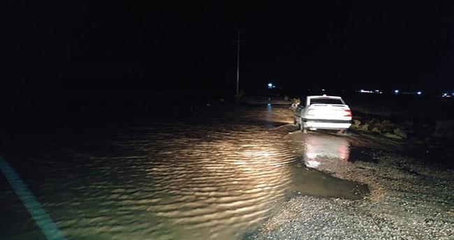 Konya'da sağanak yağış tarım işçilerinin çadırlarını sular altında bıraktı