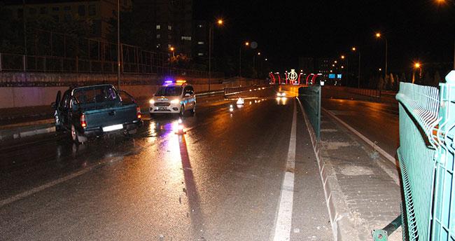 Karaman'da karşı şeride geçen kamyonetteki 5 kişilik aile ölümden döndü