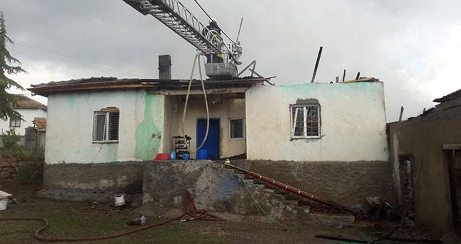 Konya'da yangın! Çatıyı saran alevler 3 saatte söndürülebildi