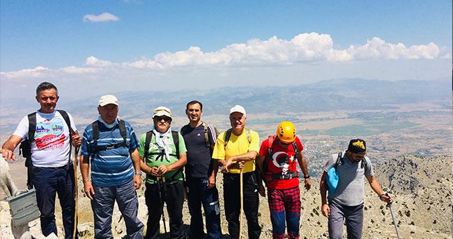 Konya'da dağcılar 30 Ağustos zaferi için tırmandı