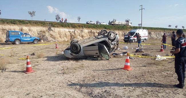 Aksaray-Konya kara yolunda otomobil şarampole devrildi: 1 ölü, 3 yaralı