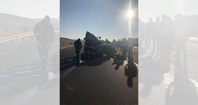 Konya'da feci kaza: Otomobil kamyona çarptı: 2 ölü