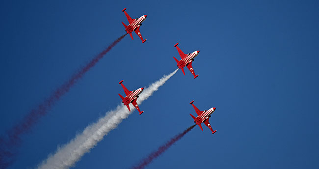 Türk Yıldızları Aksaray'da gösteri uçuşu yaptı