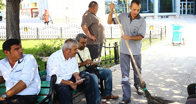 Konya'da temizlik işçisinden alkışlanacak hareket! Bulduğu 35 bin liralık çeki sahibine teslim etti