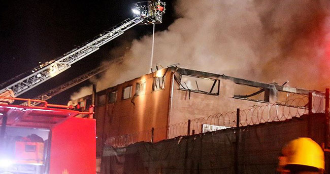 Sultanbeyli'de fabrika yangını