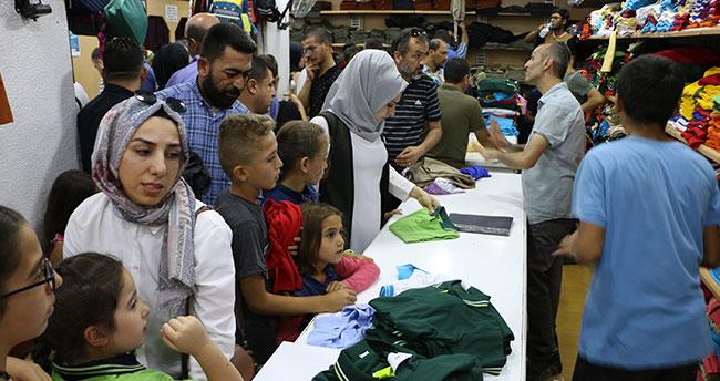 Konya'da okul alışverişini son güne bırakanlar mağazaları doldurdu