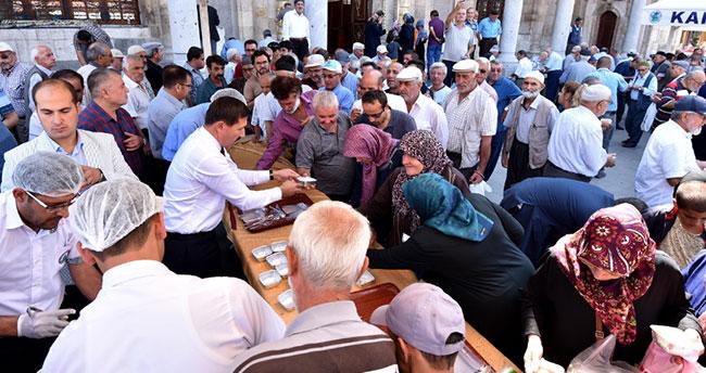Karatay Belediyesi'nden vatandaşlara aşure ikramı