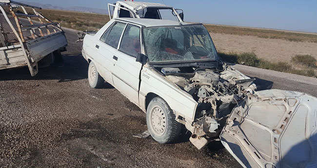 Konya'da otomobil ile kamyonet çarpıştı: 4 yaralı