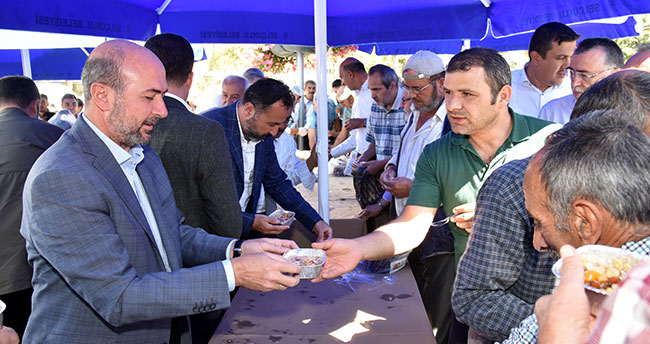 Selçuklu Belediyesi Cuma Buluşması'nda aşure ikram etti