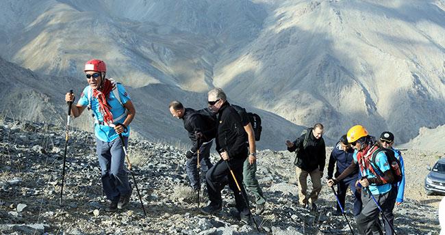 Konya Valisi Toprak Aydos dağına tırmandı