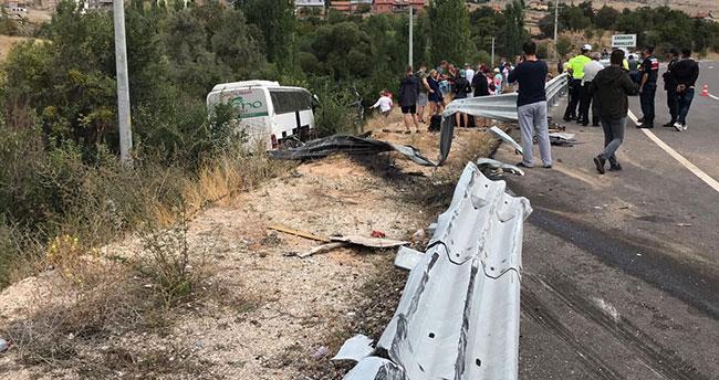 Konya-Antalya yolunda turistleri taşıyan otobüs şarampole devrildi: 3 yaralı