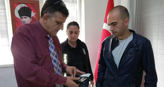 Konyalı vatandaş sokakta bulduğu cüzdanı zabıtaya teslim etti