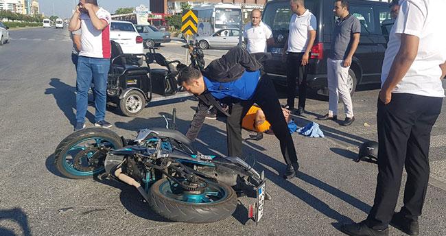 Antalya'da kaskı olmayan motosiklet sürücüsü ölümden döndü