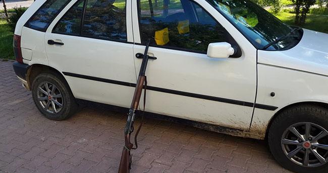 Konya'da araba farıyla kara avcılığı yapanlara suçüstü
