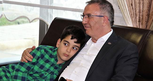 Şehit çocuğu, kirvesi Emniyet Müdürü Cangül'ü uğurladı